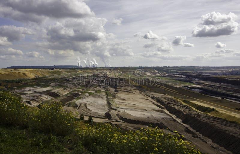开采露天开采矿的褐煤 免版税库存照片