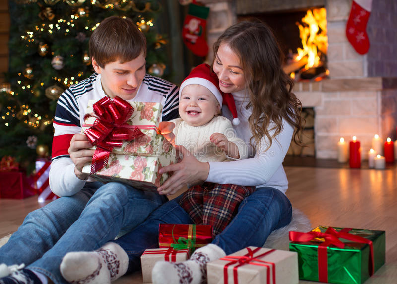 开头礼物在圣诞节和新年 库存图片