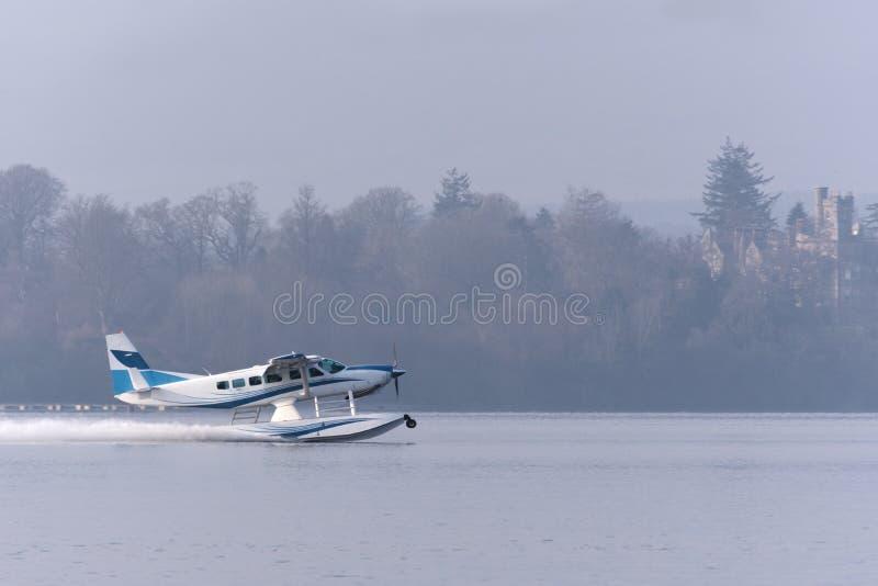 离开从洛蒙德湖的水上飞机 免版税库存图片