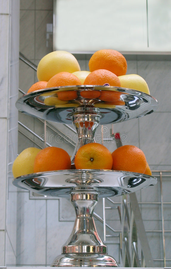 Download 异乎寻常的果子 库存图片. 图片 包括有 城市, 布琼布拉, 黄色, 牌照, 新鲜, 橙色, 葡萄柚, 食物 - 192945
