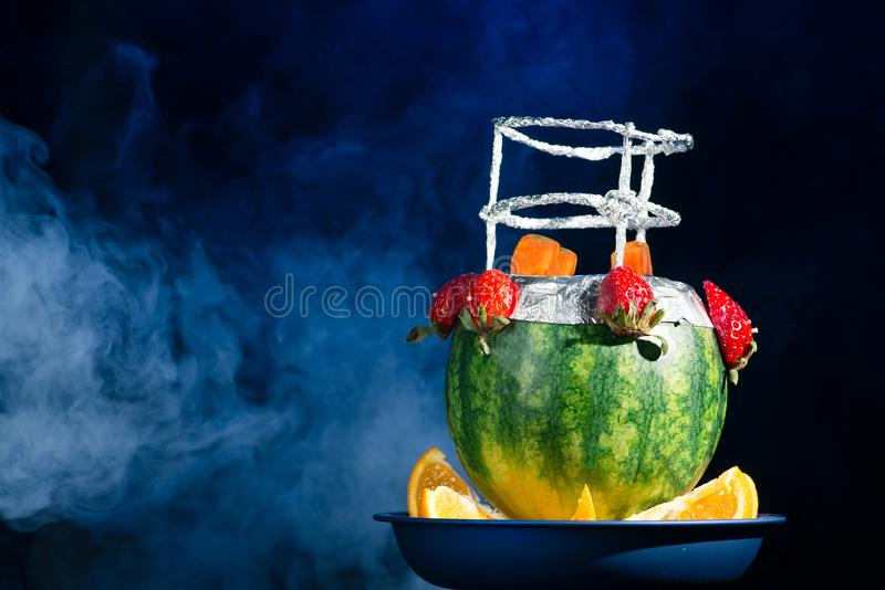 异乎寻常的水烟筒做用果子 免版税库存照片