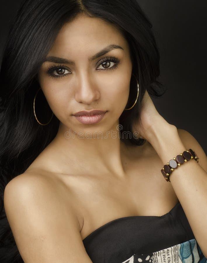 异乎寻常的少妇的美丽的面孔 免版税库存照片