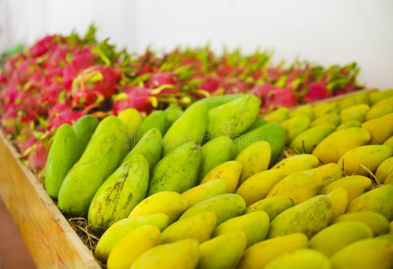 异乎寻常的果子 市场立场 免版税图库摄影
