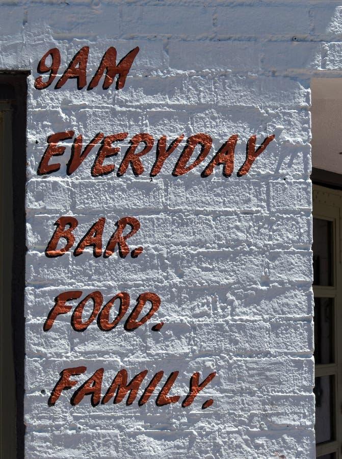异常的标志、酒吧和食物 库存图片