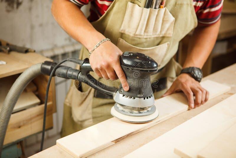 异常磨床做木擦亮酒吧板条 库存图片