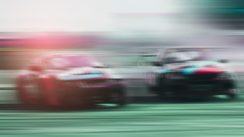 弄脏-两辆跑车竞争的争斗打开和高速跑室外赛车漂泊以兴奋,Xstream 免版税库存照片