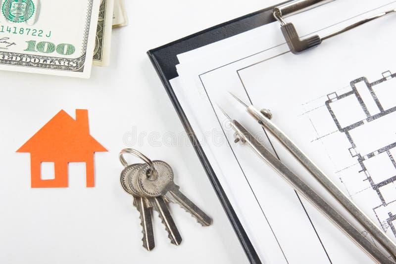 式样房子,房屋建设的建筑计划,钥匙 实际概念的庄园 免版税库存图片