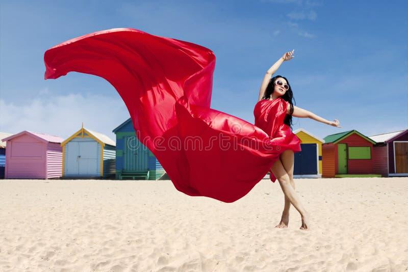 年轻式样摆在与红色礼服 免版税库存照片