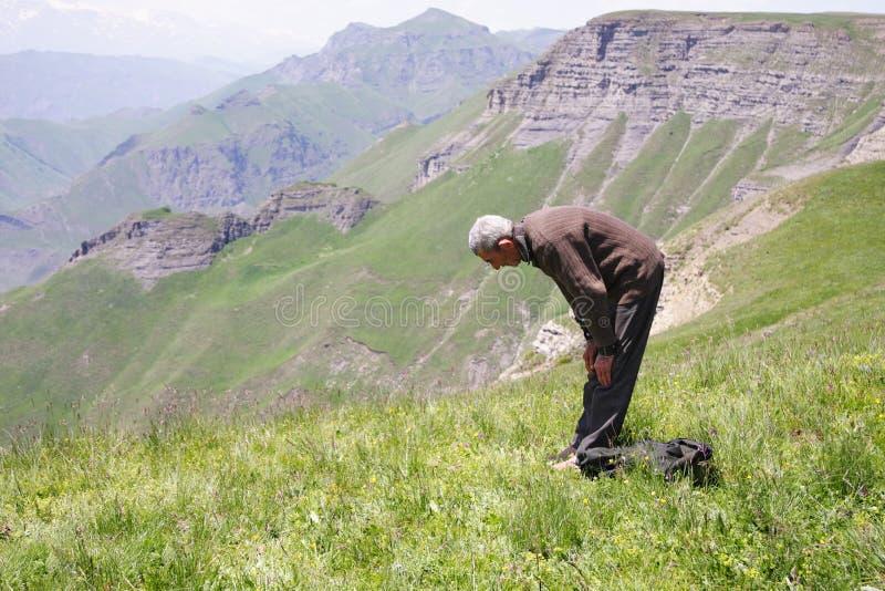 弓法人祈祷 免版税库存照片
