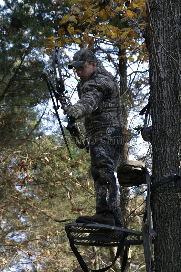 弓狩猎人 免版税库存图片