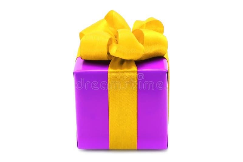 Download 弓配件箱存在紫色黄色 库存照片. 图片 包括有 生活, 射击, 红色, 背包徒步旅行者, 礼品, 丝带, 圣诞节 - 22351630
