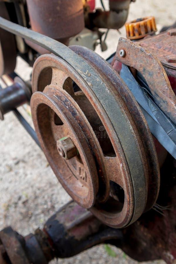 引擎传送带是以各种各样的技术应用用于的材料小条 免版税库存图片