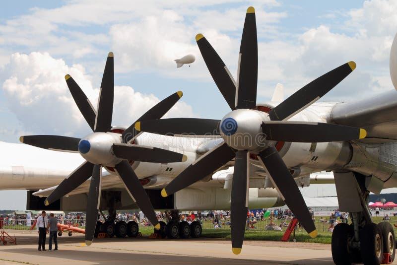 引擎和航空器在Internatio的推进器轰炸机TU-95MS 免版税库存图片