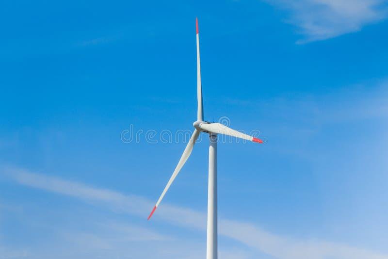 引起与风力的转动的风车可再造能源 库存图片