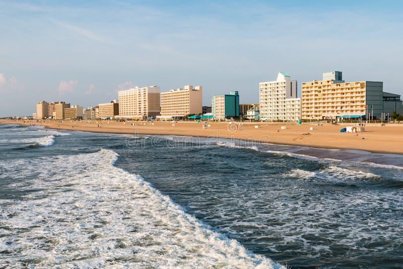 弗吉尼亚海滩沿海地带的高层旅馆 库存图片