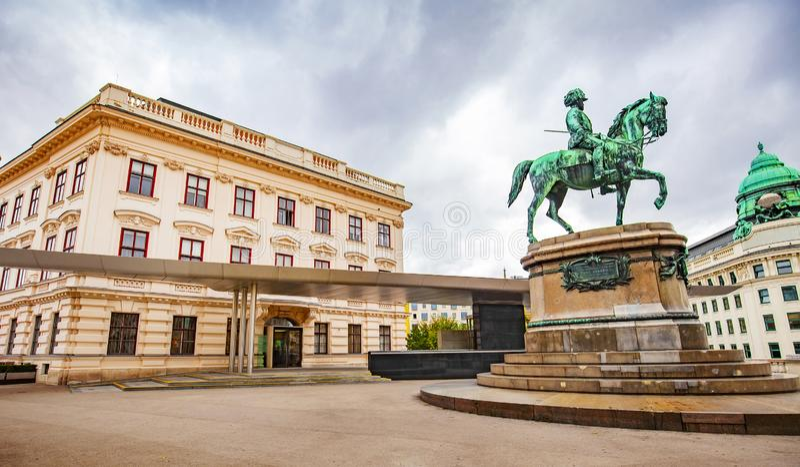 弗朗兹约瑟夫纪念碑和阿尔贝蒂娜博物馆,维也纳 库存图片