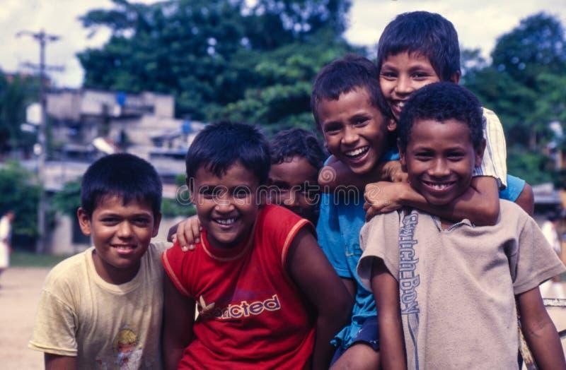 弗洛伦西亚,Caqueta,哥伦比亚,大约2003年6月:年轻bo的小组 库存图片