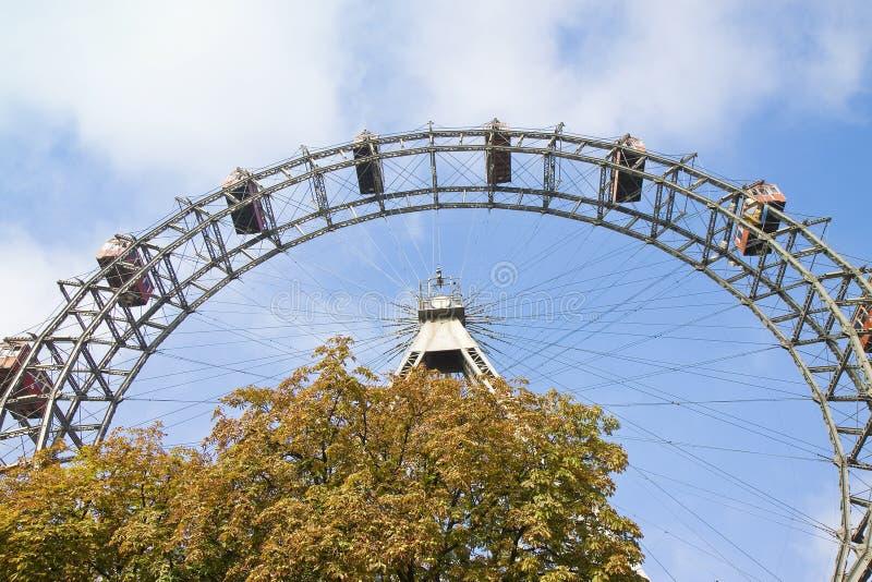 弗累斯大转轮在韦恩反对天空蔚蓝奥地利-欧洲 免版税库存图片