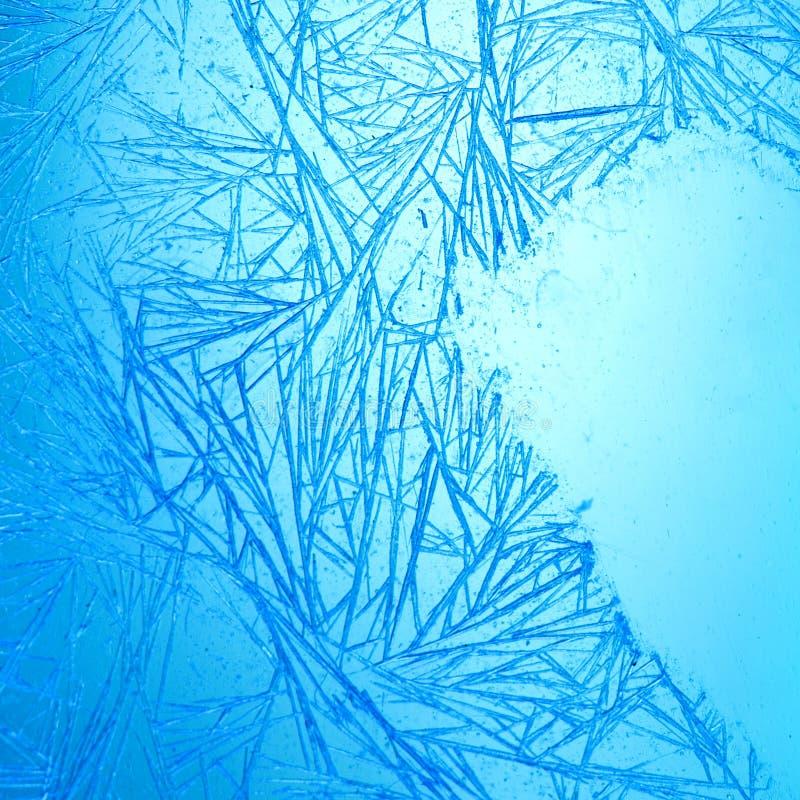 弗罗斯特样式冰晶抽象背景 宏观看法冻结的窗架 免版税库存照片
