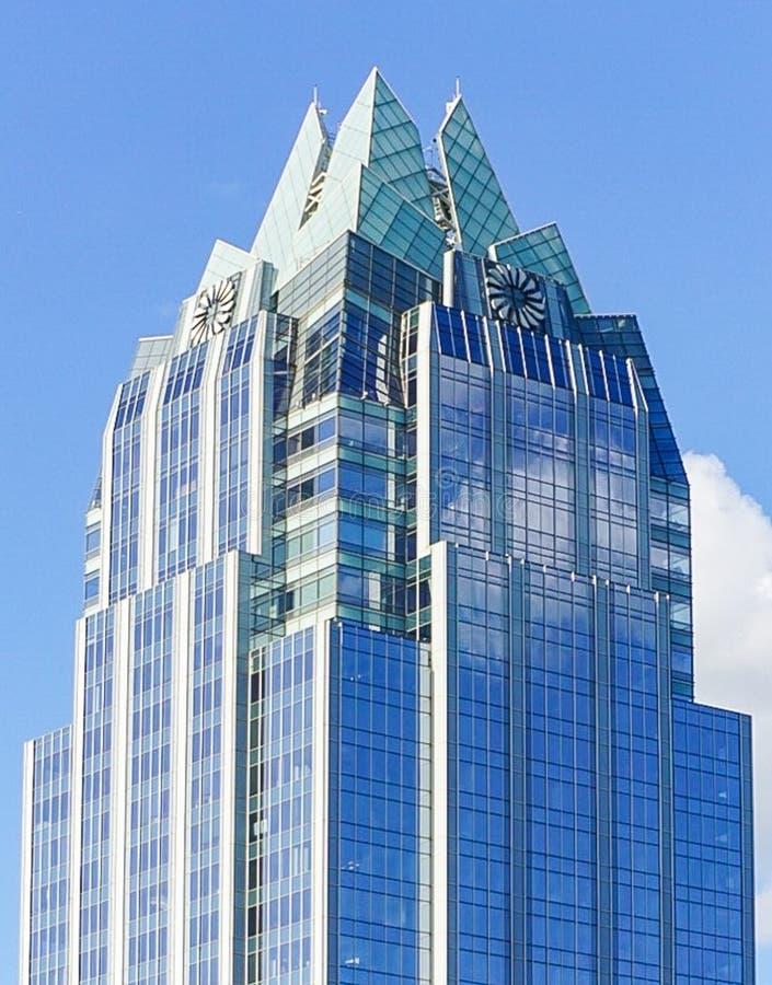弗罗斯特银行塔摩天大楼在街市奥斯汀得克萨斯 免版税库存照片