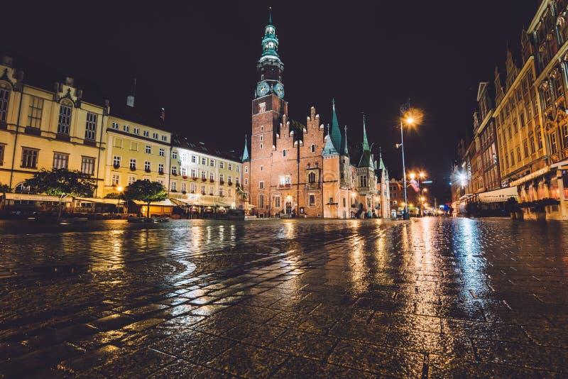 弗罗茨瓦夫城镇厅在夜之前 免版税库存图片