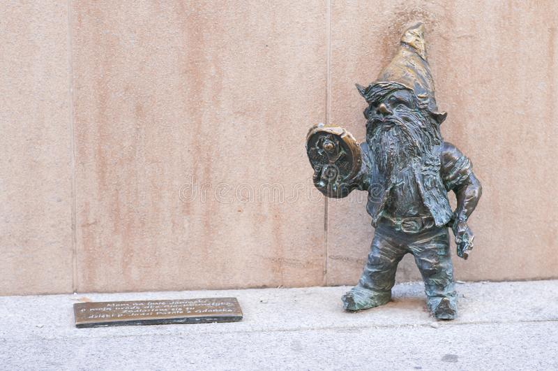 弗罗茨瓦夫著名矮人,'Janinek'地精雕象,波兰 库存照片