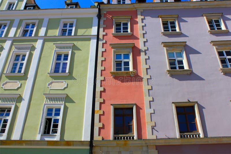 弗罗茨瓦夫,波兰,欧洲建筑学  市中心,五颜六色,历史集市广场廉价公寓 降低西里西亚,欧洲 库存照片