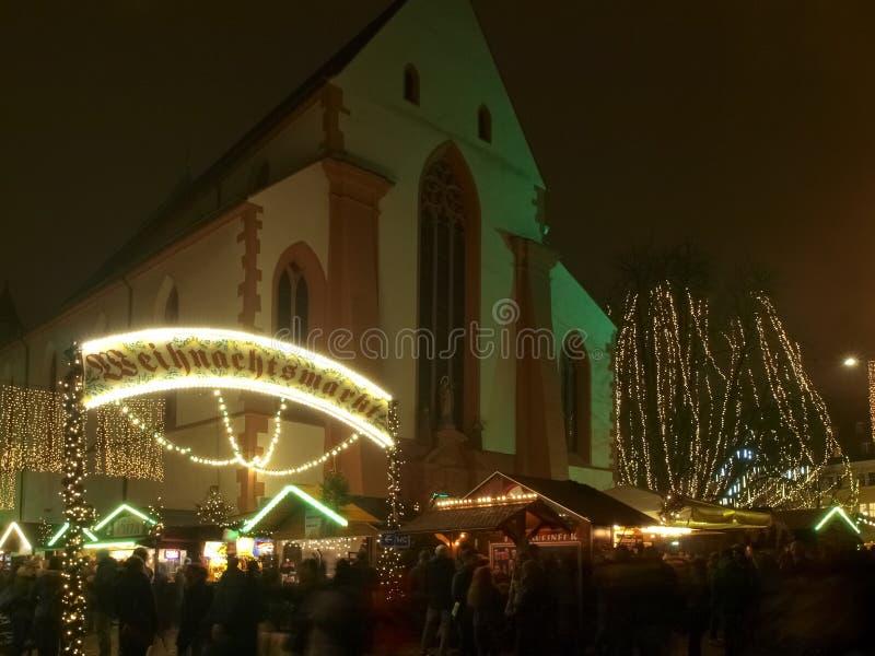弗莱堡,雾在圣诞节市场上 免版税库存图片