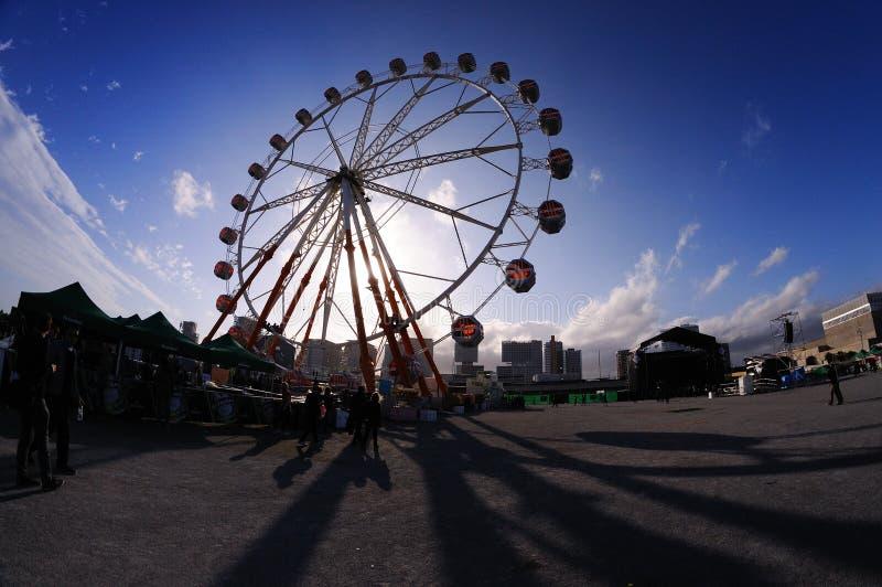 弗累斯大转轮的剪影在海涅肯Primavera声音2013年节日的 库存照片