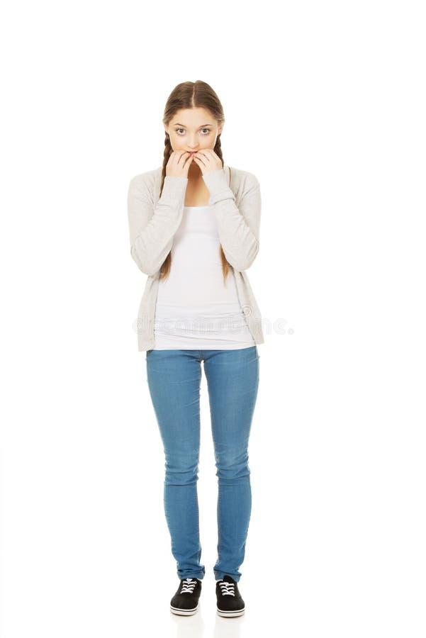 紧张的沉思妇女尖酸的钉子 图库摄影