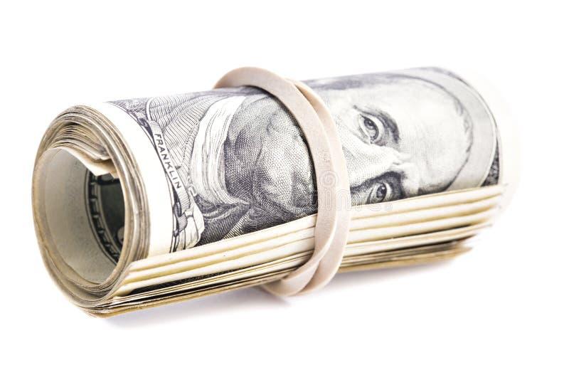 100张美元钞票卷起了并且拉紧了与橡皮筋儿 库存图片