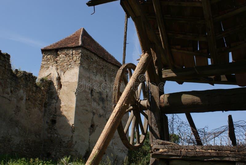 弧状云堡垒教会在特兰西瓦尼亚 免版税图库摄影