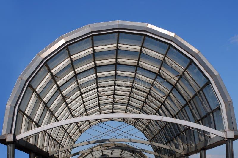 弧玻璃屋顶钢 免版税库存照片