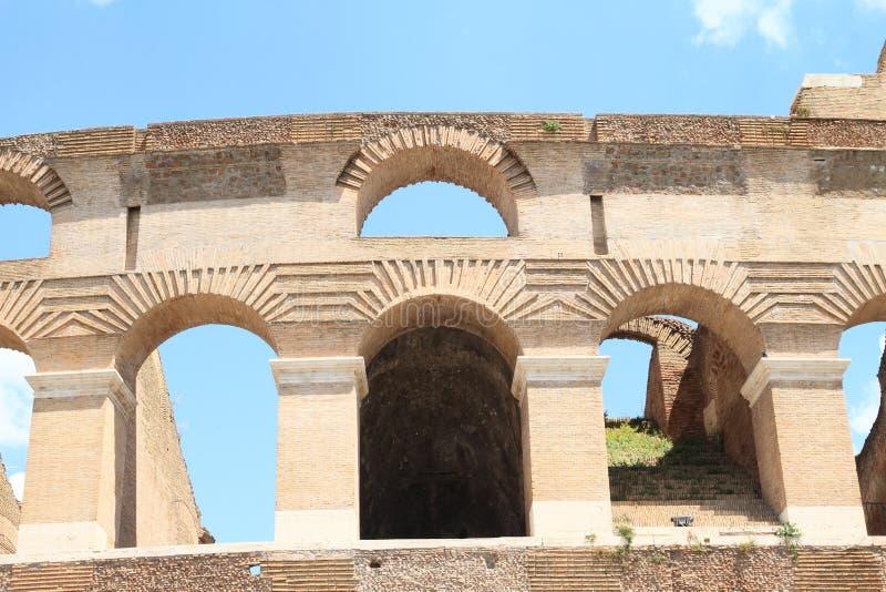 弧细节在罗马斗兽场的 免版税库存图片