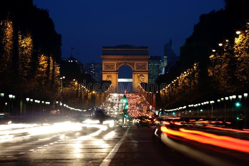 弧avenue champs ・ de elysees晚上triomphe 库存照片
