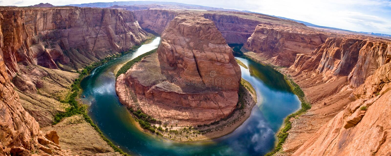 弯峡谷全部马掌全景 免版税库存图片