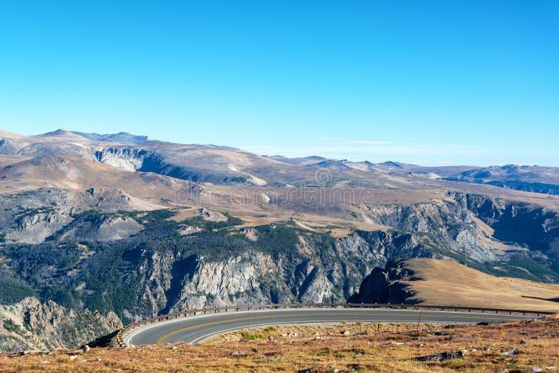 弯曲在Beartooth山的高速公路 库存照片