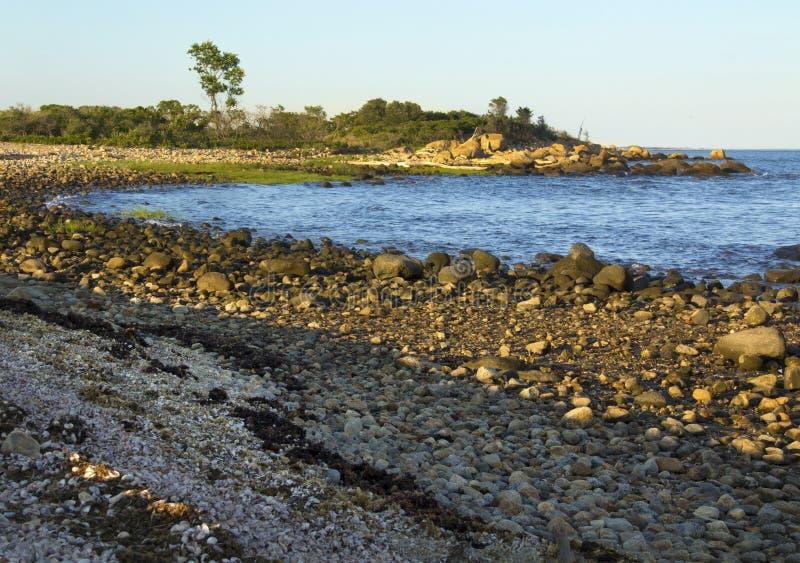 弯曲的海岸线,多岩石的海滩, Hammonasset国家公园,麦迪逊, 库存照片