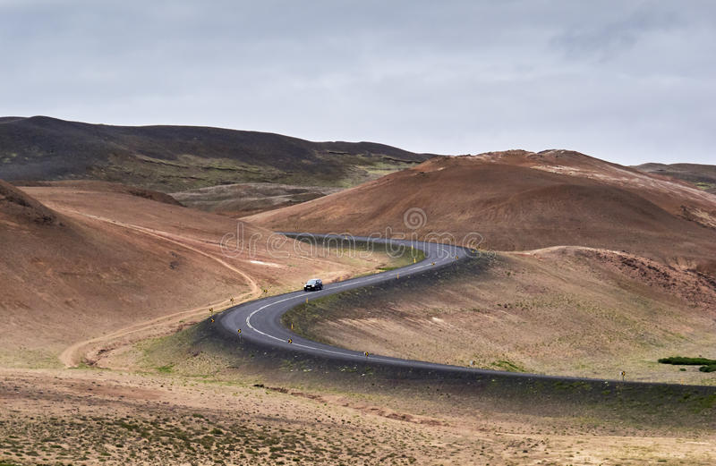 弯曲的路低谷每vulcanic区域 库存图片