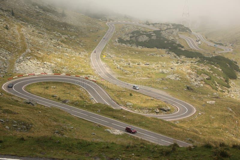 弯曲的Transfagarasan路,罗马尼亚从上面 免版税库存图片