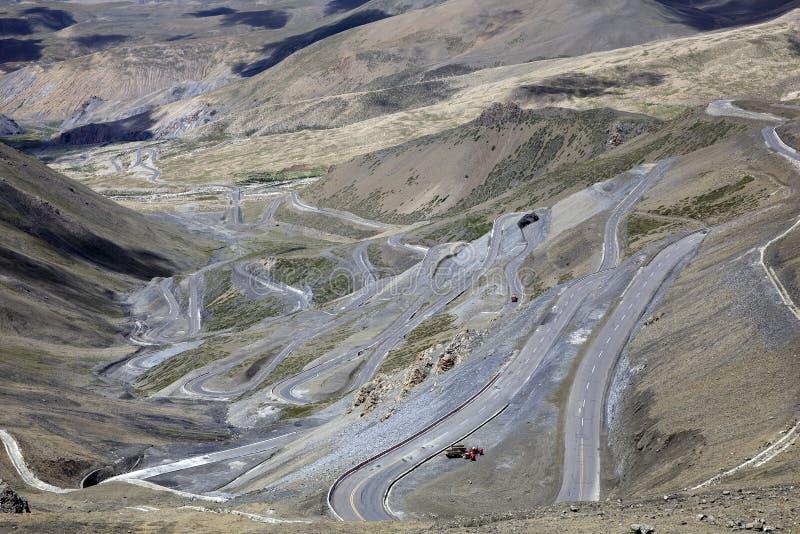 弯曲路在西藏 库存照片