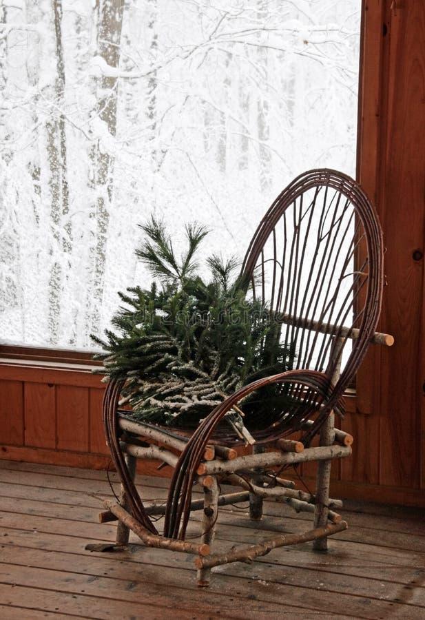 弯的椅子土气杨柳 免版税库存照片