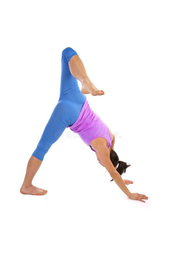 弯的行程舒展瑜伽 免版税库存照片