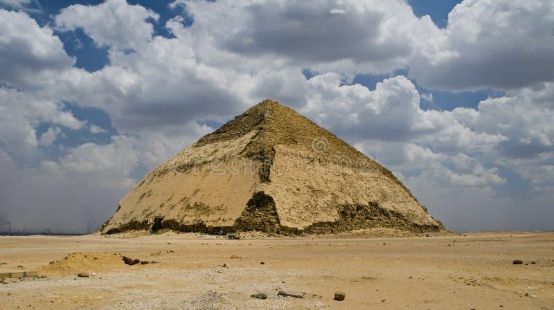 弯的金字塔 库存照片