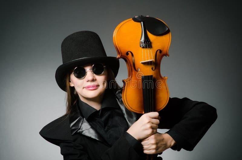 弹在音乐的妇女古典小提琴 免版税图库摄影