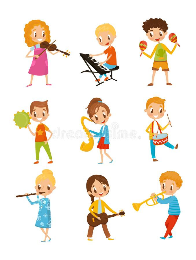 弹奏乐器,在白色的有天才的小的音乐家字符动画片传染媒介例证的孩子 皇族释放例证