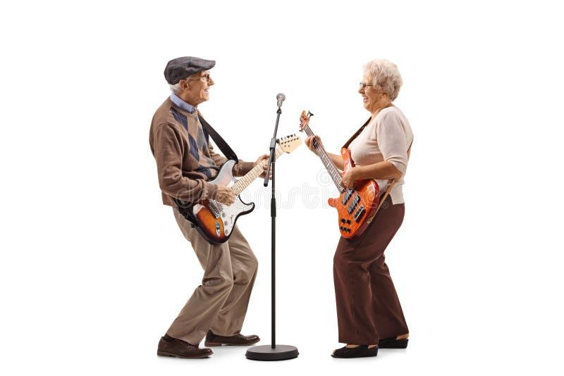 弹电吉他的老人和妇女 库存图片