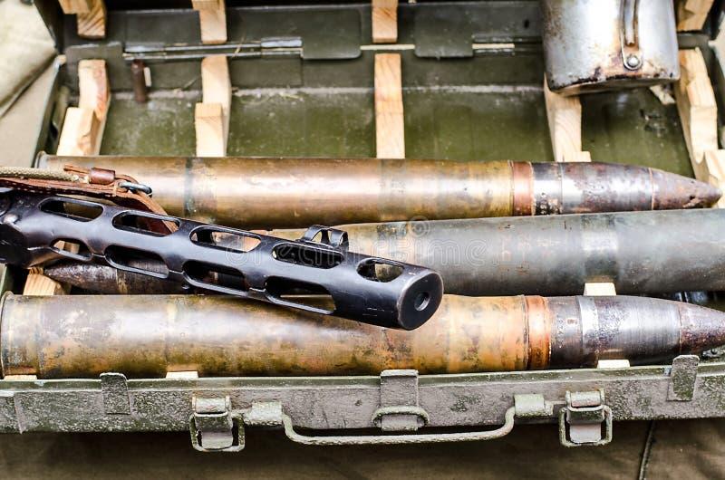 弹药、机枪和第二次世界大战军事供应 库存图片