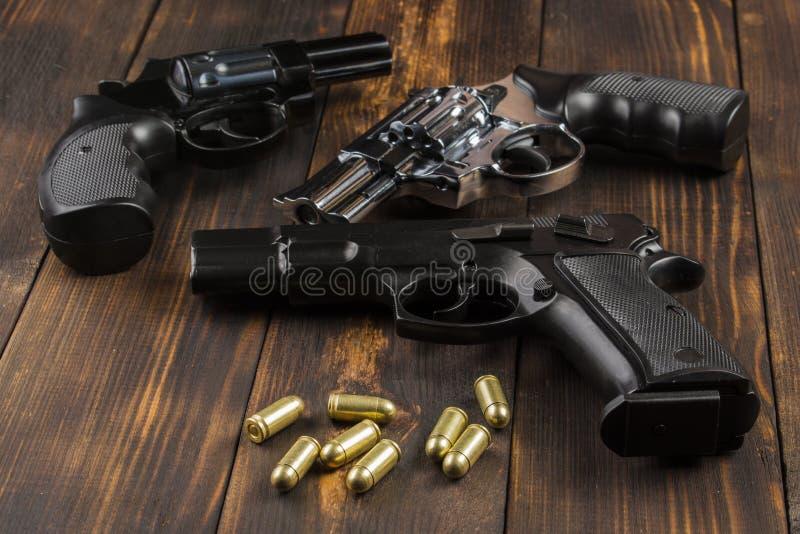 弹药筒,左轮手枪,手枪 免版税库存照片