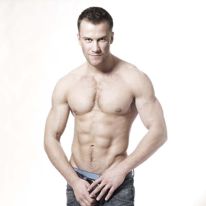 强壮男子的人肌肉性感微笑 图库摄影
